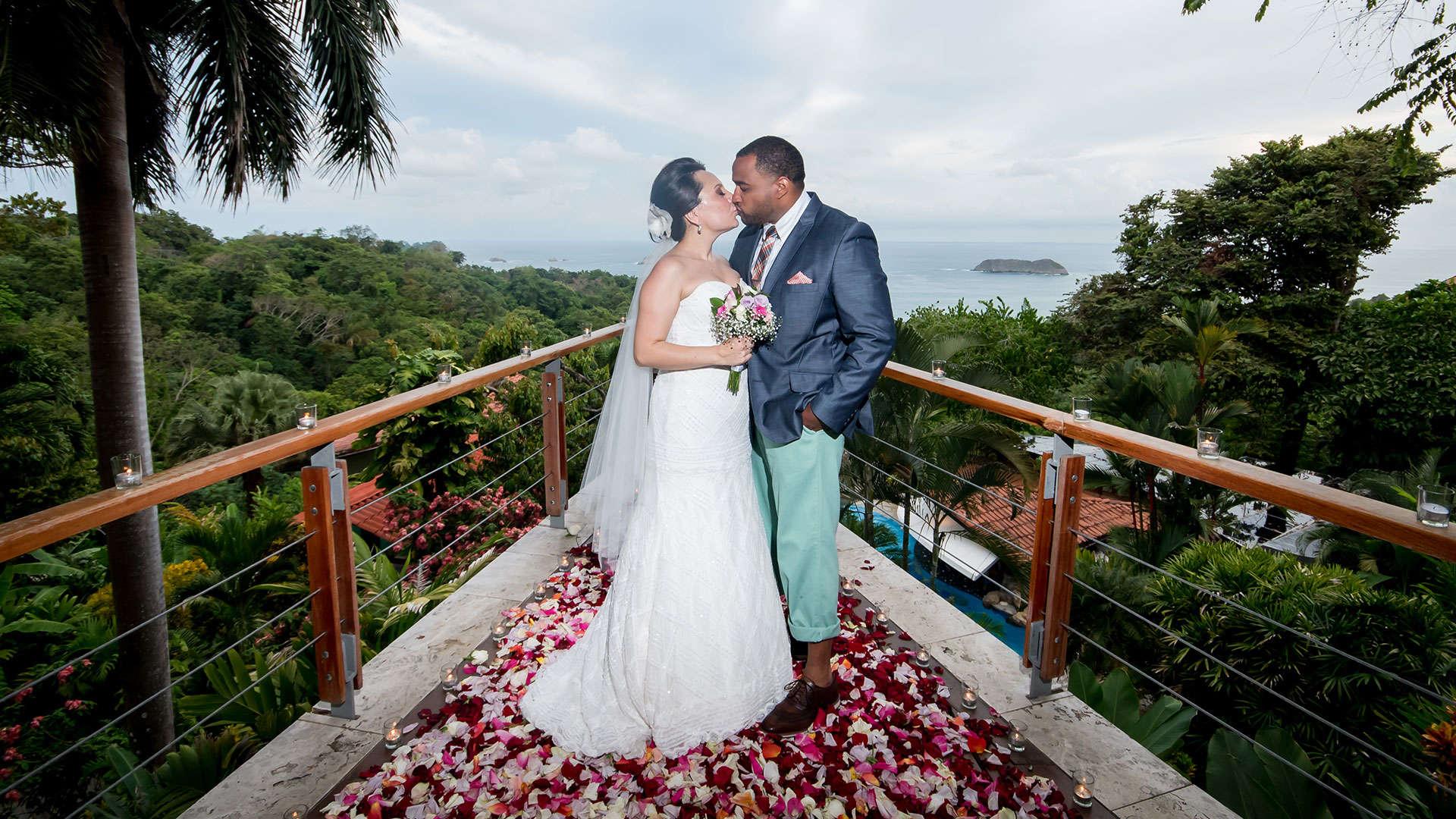Costa rica honeymoon wedding packages greentique for Weddings in costa rica